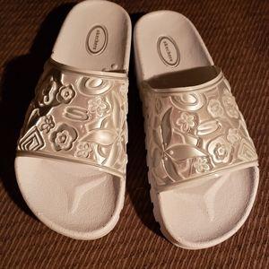 Ladies beautiful flip flops